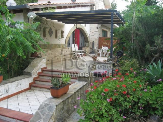 Villa vendita CASTELLAMMARE DEL GOLFO (TP) - 7 LOCALI - 300 MQ