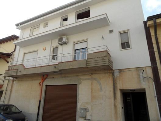 Casa indipendente 3 livelli piano terra con garage for Progettista del piano terra del garage