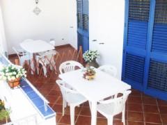 Splendido bilocale in villa a 50 mt dal mare